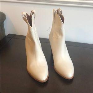 Frye June Short Size 8.5 white 79245